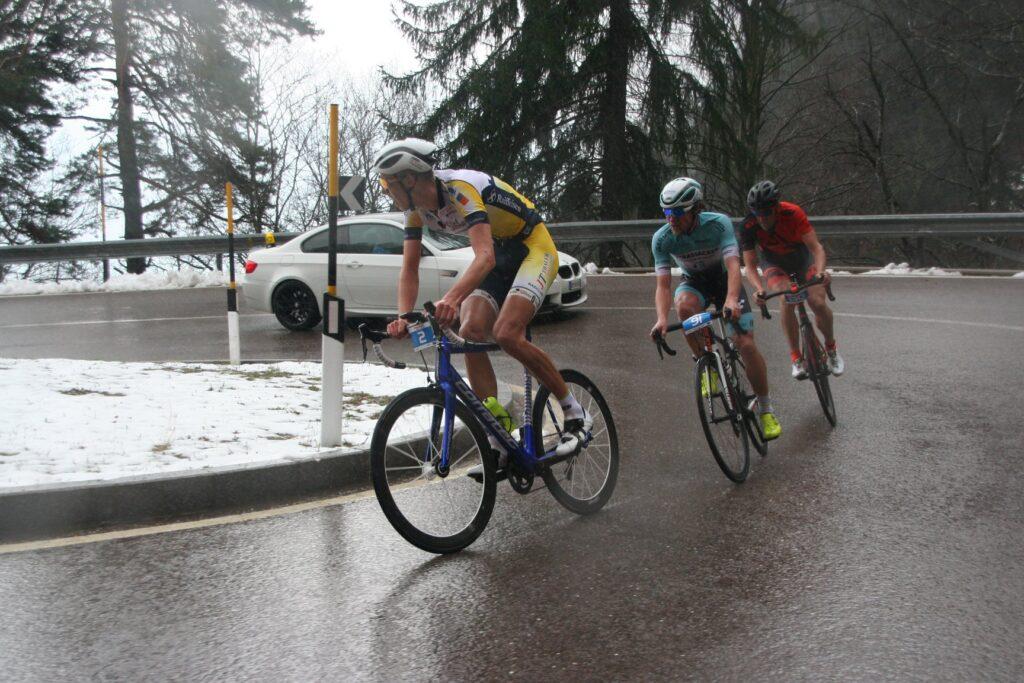 Michael Spögler führt das Spitzentrio weiterhin an, Benjamin Koch und Hans Peter Obwaller folgen an seinem Hinterrad
